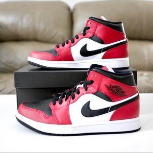 Nike Air Jordan 1 Mid Chicago Toe Size 9M / 10.5W